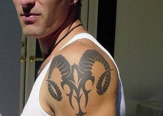 incrvel_tribal_ram_ombro_tatuagem