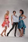 – COCTAIL DIVA saténové šaty ručně malované, aplikace skleněných kamenů, bižuterie www.jablonexgroup.com foto: Petr Kuchař