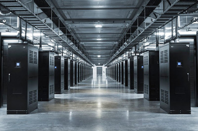 A Look Inside Facebook's Data Center : Where All Your Data Is Stored 24