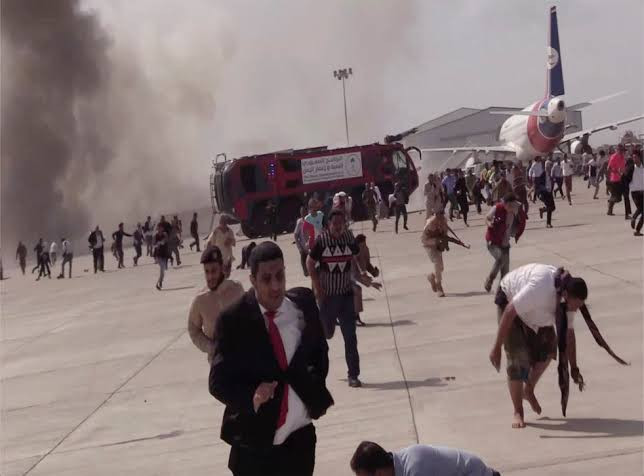 Yemen war: Deadly attack at Aden airport by suspected Houthi rebels kills 22 and injures 50 (Full Scene Photos)