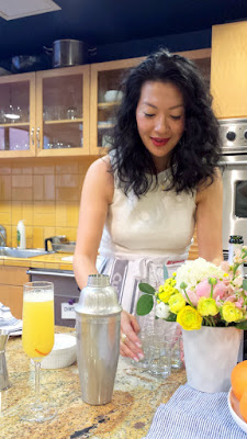 Jackie Kai Ellis showing us how to make a Mimosa 75, a mashup between a mimosa and French 75, during a Whole Foods Bloggers Brunch Bootcamp providing tips on how to brunch better