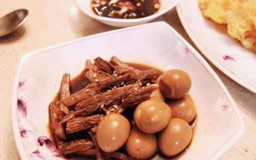 Thịt bò om trứng cút kiểu Hàn