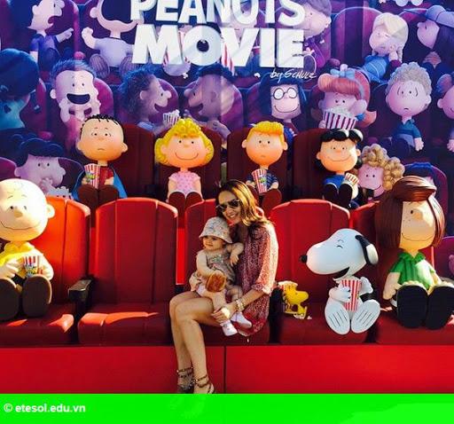 Hình 8: Con gái tỷ phú F1 vui chơi cùng chồng con tại Cannes