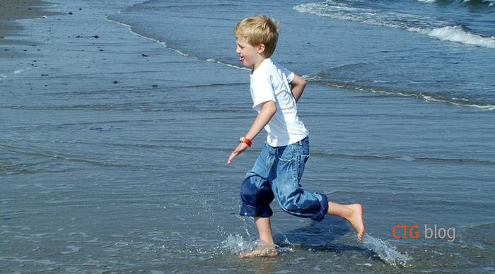 Tại sao không nên đeo đồng hồ dù chịu được nước khi tắm biển