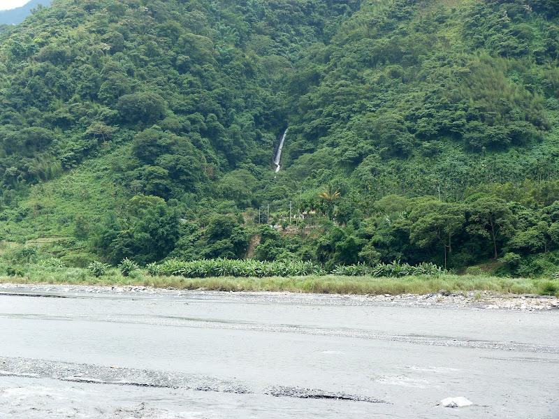 Puli  en passant , entre autres, par les villages de l ethnie Bunum de Loloko et Dili. J 10 - P1160945.JPG