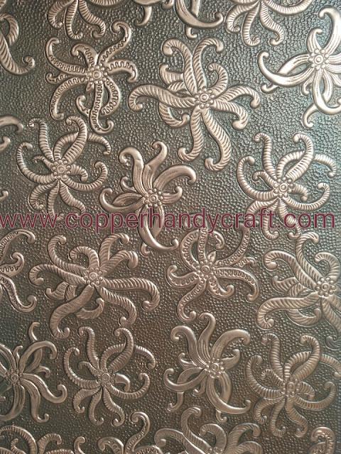 Kerajinan hiasan Batik dari bahan tembaga