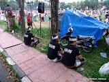 Bypolisen är på plats för att se till att allt flyter som det ska under nyårsfirandet i Ubud, Bali.
