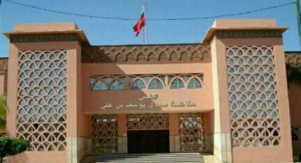 رئيس مجلس المقاطعة بالسجن النافذ والغرامة بسبب تهم النصب ..