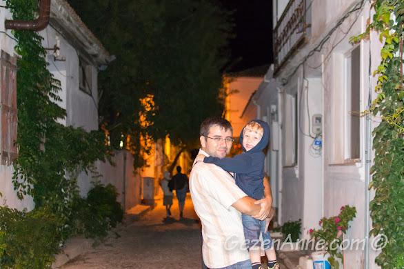 Gece Bozcaada sokaklarında