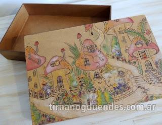 Caja Aldea pirograbada www.tirnanogduendes.com.ar
