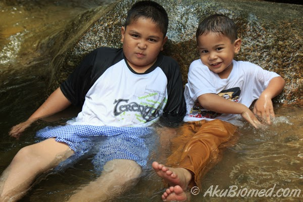 abang koning dan baby aslah mandi air sungai batang kali