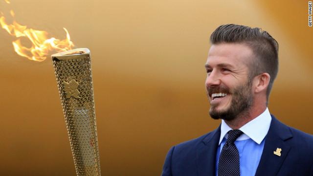 ロンドンオリンピック、ベッカム、ボートで登場