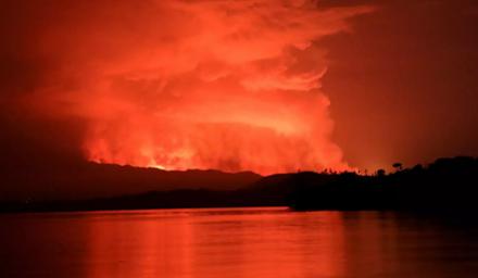 """Κονγκό : η λάβα του ηφαιστείου Νιραγκόνγκο """"λιώνει"""" την Γκόμα"""
