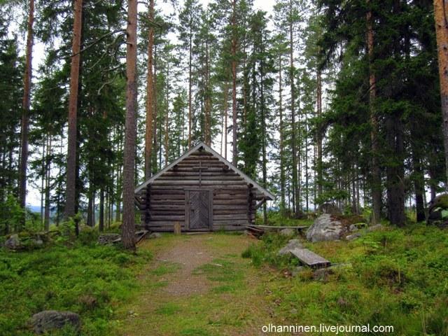 Именно за природной церковью расположена туристическая тропа