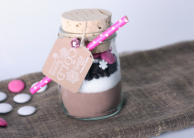 How to make a homemade hot chocolate in a jar.