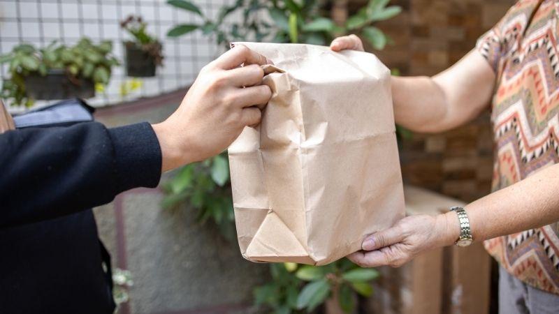 pesan makanan