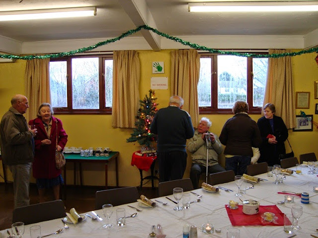Pensioners Lunch - 12-12-2010 - WPL201004.jpg