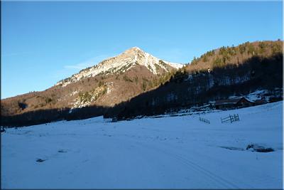 Vista de Txamantxoia desde los rasos de Linza