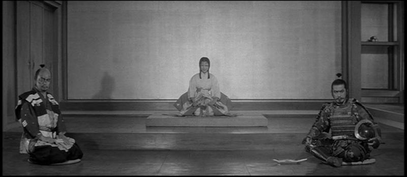 Escena final de La Fortaleza Escondida (1958) de Akira Kurosawa, con Toshiro Mifune. Este plano os recordará a Star Wars, y con razón.