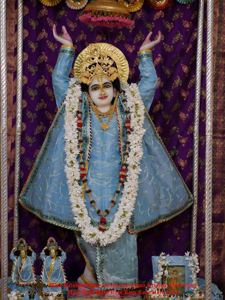 Radha Govind Devji Deity Darshan 2 April  2016  (10)