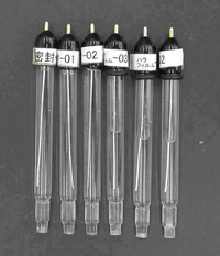Comparando quando o frasco conservante é usado, mantenha-se na forma como foi entregue, a solução interna será reduzida para metade.