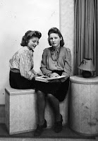 Groeneweg, Adriana en Maria Christina ca. 1950 Rotterdam.jpg