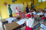 Satgas Pamtas RI-RDTL Sektor Barat Yonarmed 6/3 Kostrad Membantu Guru menjadi pengawas Ujian
