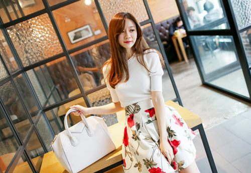 Chan vay hoa mua xuan cho co nang cong so them tuoi sac