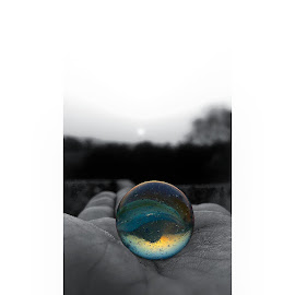 Focusing on the right thing by Mrunmai Ghorpade - Instagram & Mobile Android ( marble, minimal, focus, black and white, object )