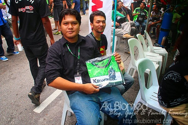 Blogger Acul menang cabutan bertuah  berupa t-shirt