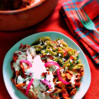 Chilaquiles Rojos con Carnitas.