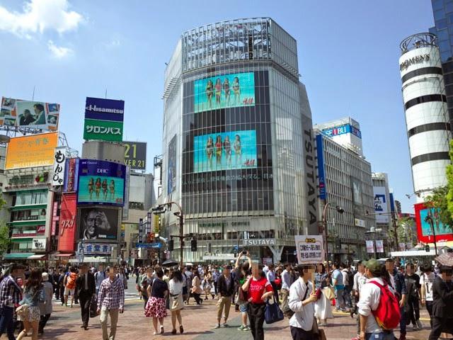 渋谷スクランブル交差点のQフロントなどのビル群