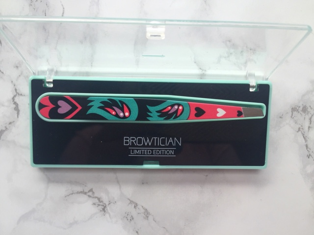 Browtician tweezers