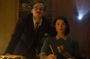 "M3 Sam Clafin and Gemma Arterton star in STX Entertainment's ""Their Finest"".   Photo courtesy of STX Entertainment  Motion Picture Artwork © 2017 STX Financing, LLC. All Rights Reserved. PHOTO CREDIT – NICOLA DOVE"