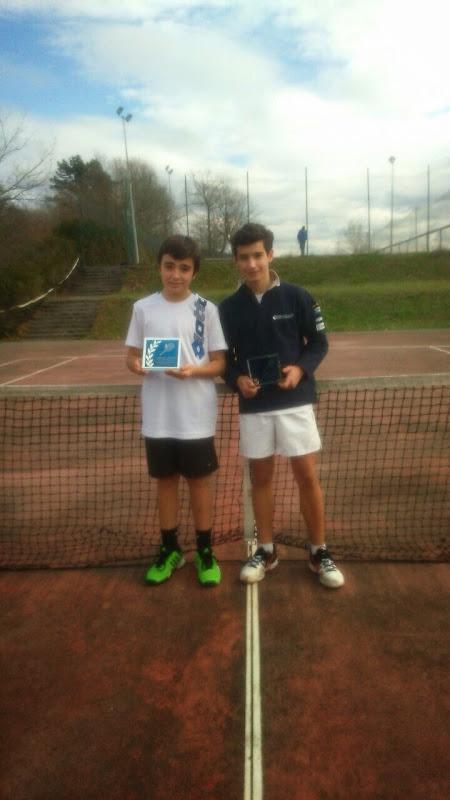 Los hermanos Pérez, juagadores del Club de tenis Santurtzi, finalistas en Zornotza