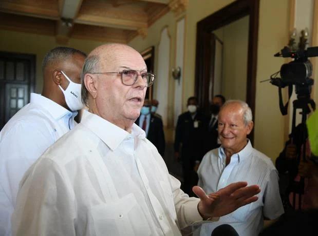 Diálogo Nacional: Hipólito dice que no se sentará cerca de Leonel