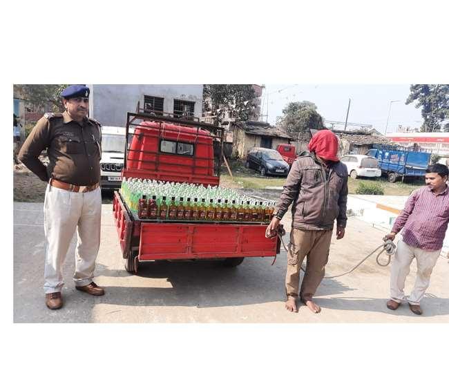 BIHAR NEWS:पांच सौ बोतल शराब के साथ मालवाहक ऑटो सहित तस्कर गिरफ्तार, चालक फरार