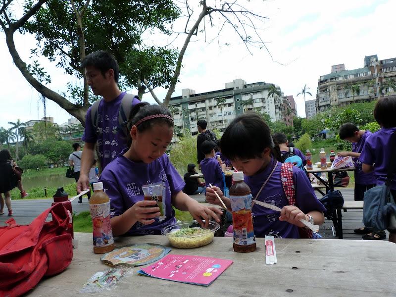 Taipei. Songshan Cultural and Creative Park. Nathan Sawaya. LEGO - P1220961.JPG