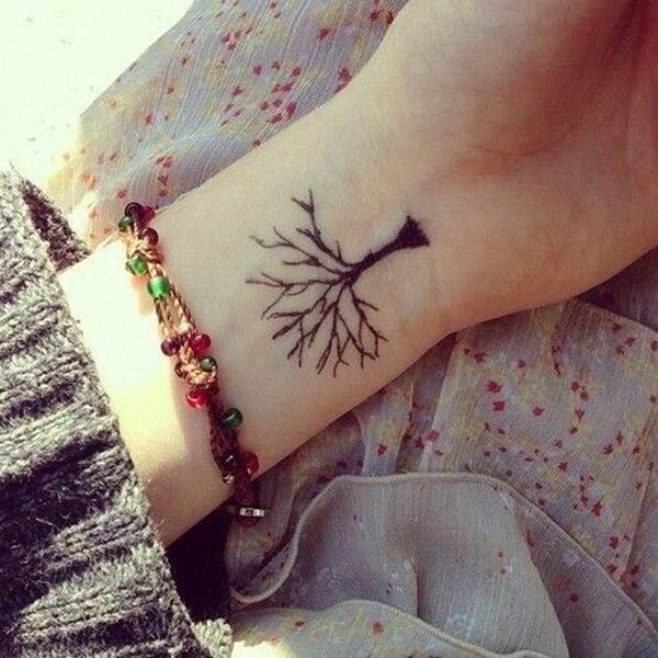 uma_pequena_tatuagem_rvore_de_pulso