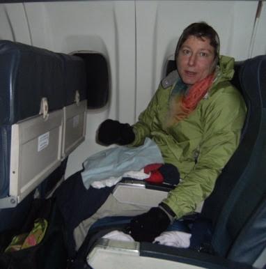 Miri on the plane: im eiskalten Flugzeug am Flughafen Casablanca vor dem Start nach Ouarzazate