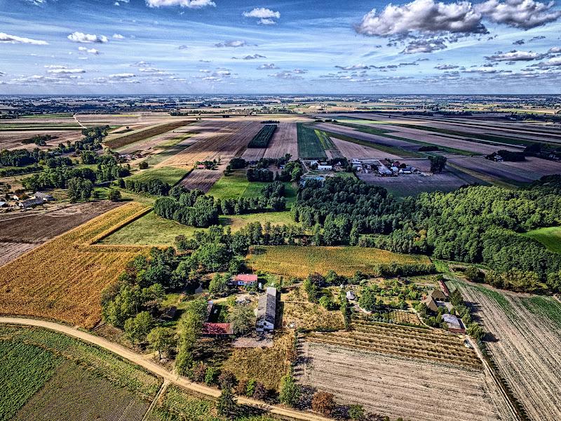 wynajem drona zdjęcia z lotu ptaka z drona piękna polska wieś czyli Wroninko koło Płońska w HDRach z lotu ptaka