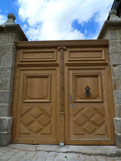 Une porte cochère (cherche menuisier dans le 22) P1020768