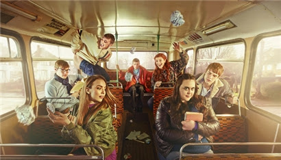 My Mad Fat Diary - Rae and her friends on a school bus