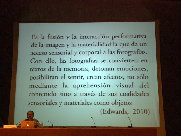 """Momento de la conferencia de Edgar Gómez Cruz en el curso """"El álbum familiar: otras narrativas en los márgenes"""", Foto de Eduardo Tejera Torroja, 2013"""