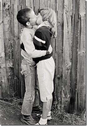 niños besandose (5)