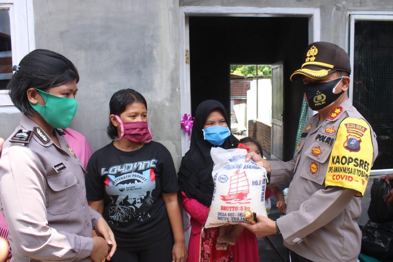 Resmikan 2 Unit Rumah Warga, Kapolres Sergai Bagikan 10 Sembako Kepada Masyarakat