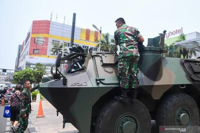 Jelang Pelantikan Jokowi, Kendaraan Perang TNI Mulai Berjaga di Depok