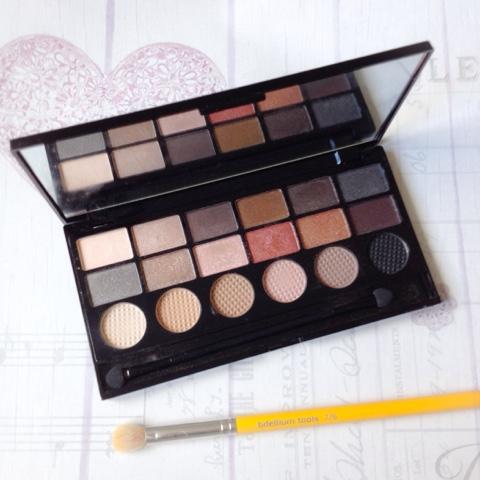 makeup-revolution-run-boy-run-eyeshadow-palette