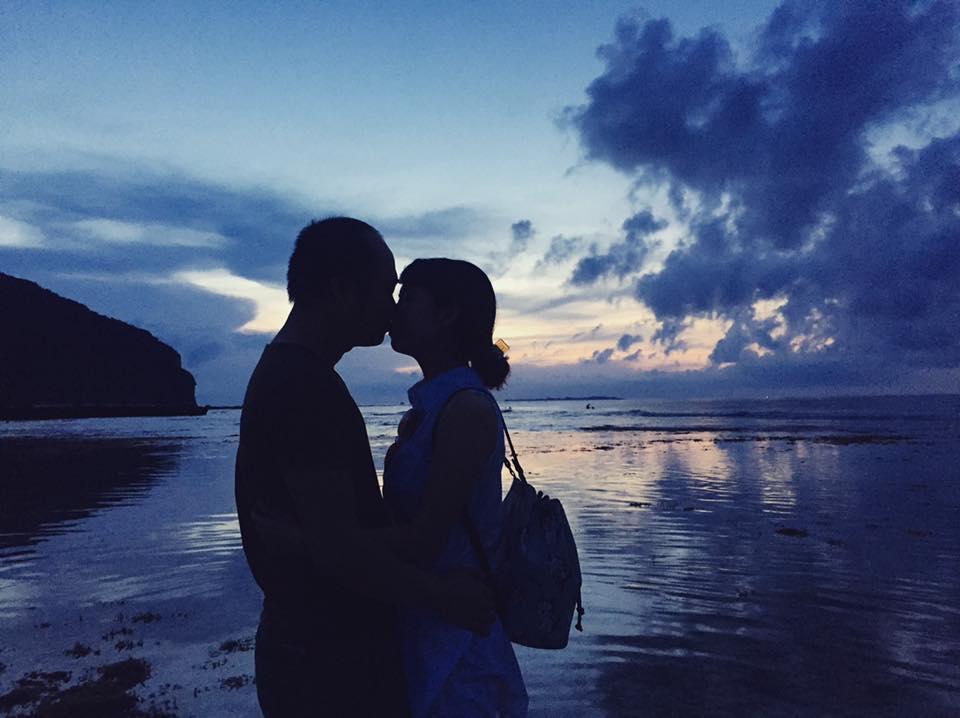 Nguyễn Đức Mạnh manhnd chụp ảnh với vợ yêu Đỗ Cúc ở đảo Lý Sơn