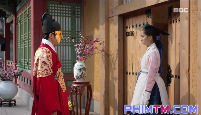 Đố kị với Kim So Hyun, nữ phụ Quân Chủ tự tay xẻo thịt mình - Ảnh 14.